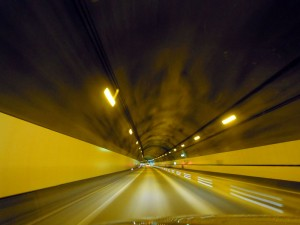 安房トンネルを走る