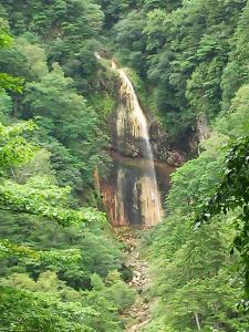 白水の滝を望む