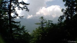 白水の滝が見える付近から飛騨側を振り返る