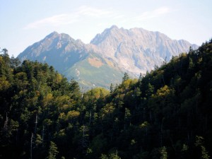 焼岳展望台から見た西穂高岳の稜線