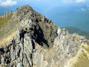 焼岳山頂の複雑な火口壁
