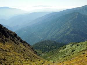 焼岳頂上付近から中ノ湯コースを振り返る