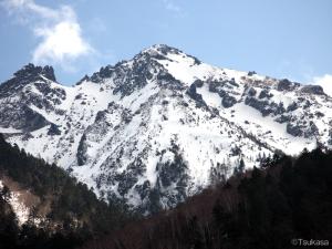 中尾から見た春の焼岳