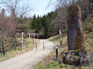 中尾高原の奥にある白山神社