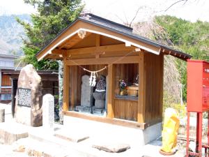 信州に通じる鎌倉街道の起点としての中尾